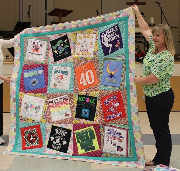 love the layout of this t-shirt quilt