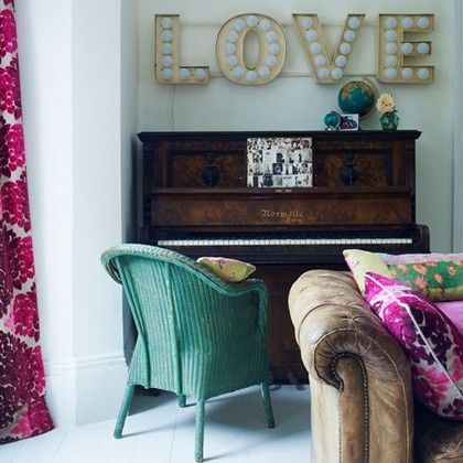 play it again...: Decor, Living Rooms, The Piano, Colors, Interiors, Vintage Signs, Love Signs, Old Piano, Wicker Chairs