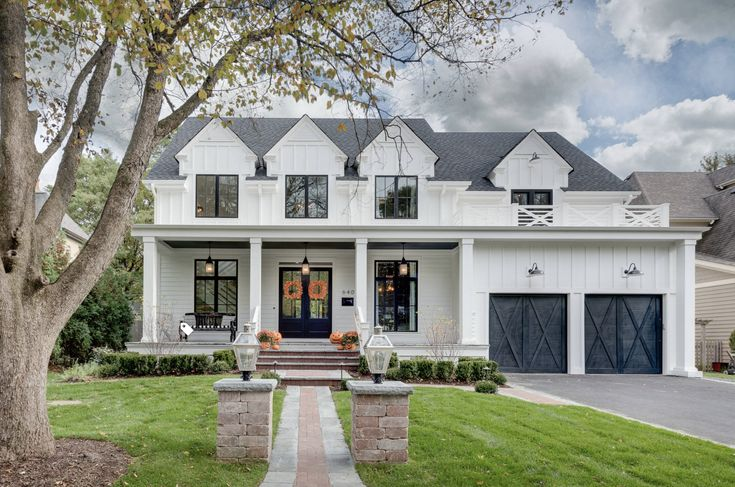 Best I Like The Charcoal Gray Composite Roof On A White House 400 x 300