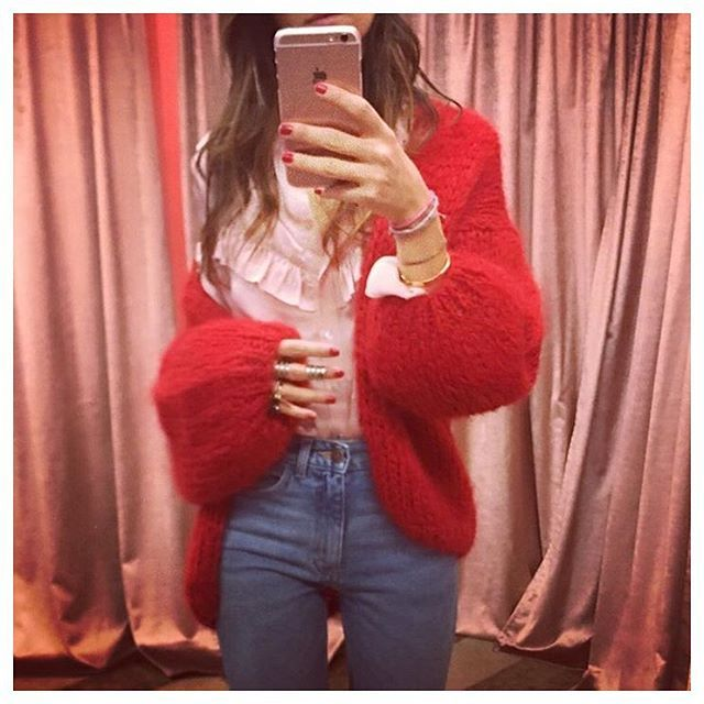 it's true... a girl can never have enough red clothes in her closet 🌹 another #repost from @norrgatan . #maiamiberlin #norrgatan #big #cardigan  #red #knits #winter #look #chunkyknit #fashion #sunday #weekend #love