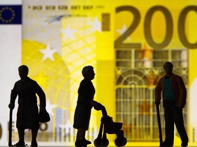 Für das Alter vorsorgen und gleichzeitig Steuern sparen: Für Gutverdiener kann sich der Abschluss einer Rürup-Rente lohnen.