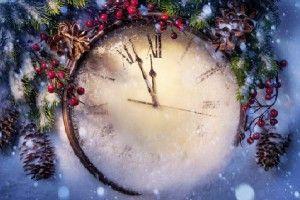 Маленькие новогодние хитрости. К концу декабря воздух начинает «пахнуть» Новым годом и уже появляется новогоднее настроение. А начинается все с покупки елочных игрушек, мишуры и елки. Но, чтобы праздник стал действительно настоящим праздником, нужно знать маленькие хитрости.