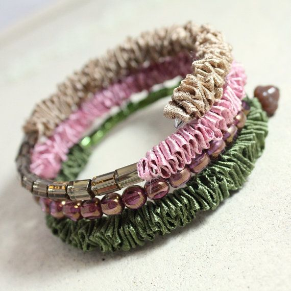 Memory wire bracelet in driftwood brown, lilac purple and olive green. Beaded memory wire bracelet. Gift idea for Valentines day