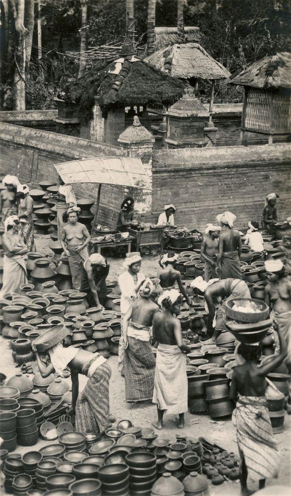 Pottery market   by Underground PFV Uitgeverij