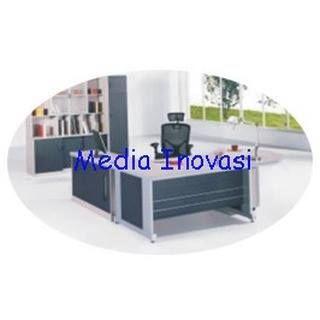 Mau ruangan kerja anda jadi menarik? Lengkapi furniture kantor anda dengan Meja Direktur JD 215 A Table di media-inovasi.com. Harga terjangkau bebas ongkir dan pengiriman tepat waktu! Meja Direktur Bahan MDF finish HPL Front cover MDF Kaki Meja metal Keyboard Drawer Mobile Pedestal 3 Drawer End left Meja Utama Oval Meja Samping Dilengkapi Mini cabinet dan CPU Storage. Uk. p x l x t = 2380 x 2080 x 750 mm Warna Beech & Walnut. Hotline 081 805 812 994 #meja #kursi #lemari #computer #kantor…