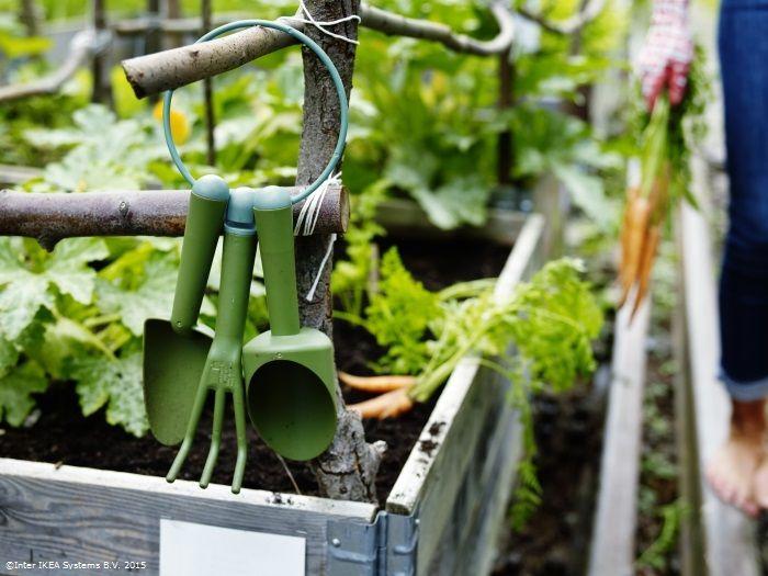 Grădinăritul este un mod perfect de relaxare, mai ales când ai la îndemână uneltele potrivite. www.IKEA.ro/set_gradinarit_GRASMARO