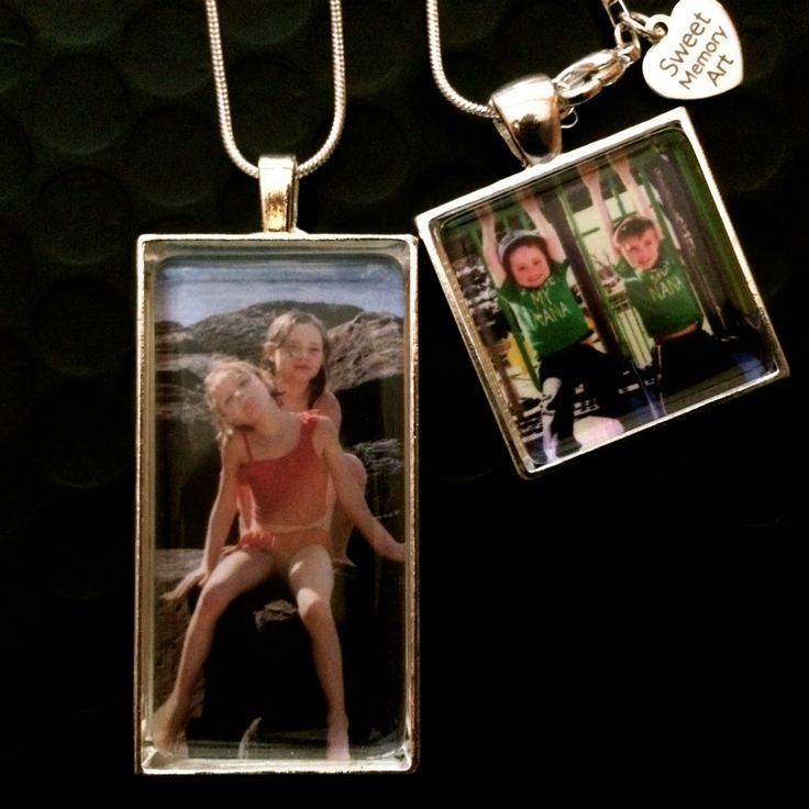 Pick your favourite photo and make Mom a Photo charm necklace or key chain.