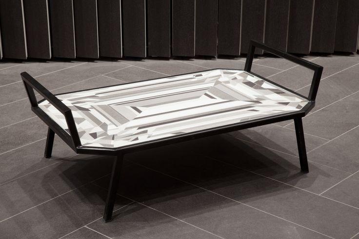 Diamond Butler Tray, vassoio/tavolino progettato da Von Pelt Atelier. Wallpaper Handmade