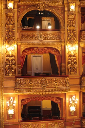 Hermosos palcos del teatro Colón.
