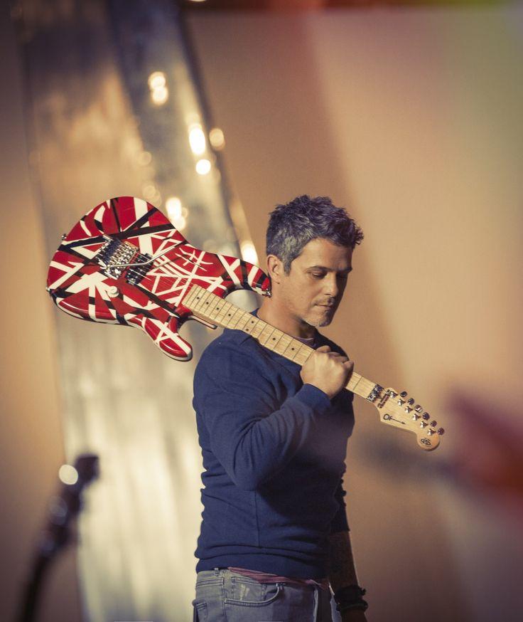 Por primera vez en La Voz... México repetirá un coach. Se trata de Alejandro Sanz, uno de los artistas de habla hispana más reconocidos y que ha vendido más de 25 millones de discos en todo el mundo.