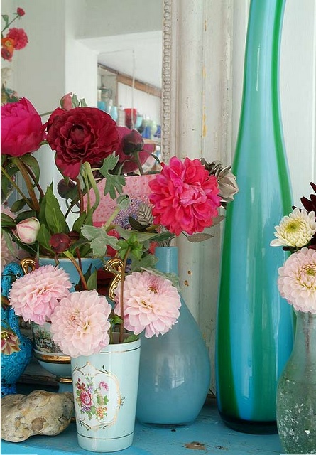 Flowers + my current favorite color (minty blue-green) = yay!Vintage Flower, Colors Combos, Dahlias, Vintage Vases, Flower Vases, Blue Flower, Flower Decor, Pretty Flower, Bedrooms Ideas