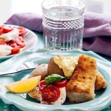 Erik Lallerstedts panerade fisk med potatis och hans egna remouladsås.