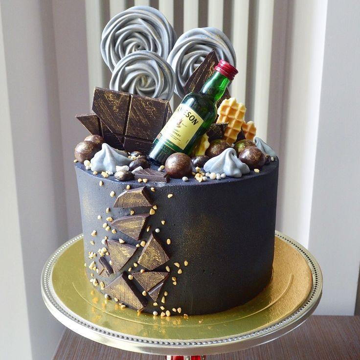 Брутальный мужской торт со стальным характером. Внутри шоколадные бисквиты с вишнево-коньячной пропиткой, шоколадный ганаш и вишня. Автор instagram.com/Rudscake