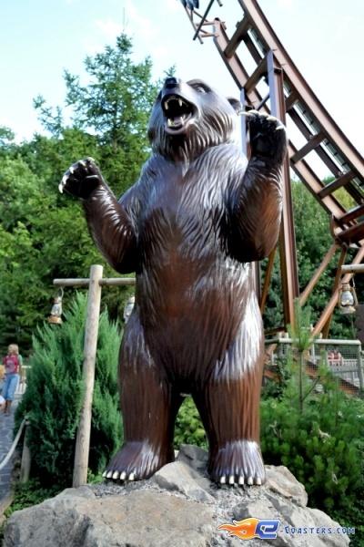 7/8 | Photo du Roller Coaster Le Grizzli situé à Nigloland (France). Plus d'information sur notre site http://www.e-coasters.com !! Tous les meilleurs Parcs d'Attractions sur un seul site web !! Découvrez également notre vidéo embarquée à cette adresse : http://youtu.be/LM94OlVKRHY