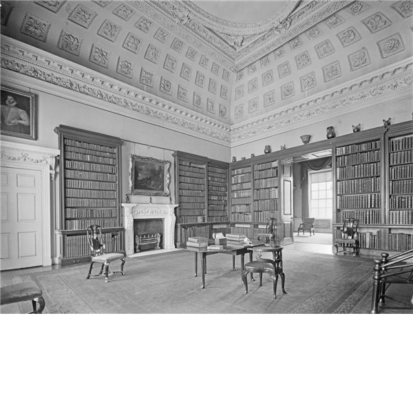 The large library, formerly the state dressing room
