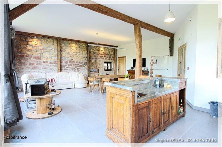 A la recherche d'un corp de ferme alsacien ? Cette propriété à vendre chez Capifrance à Ringendorf est faîte pour vous !     300 m², 6 pièces et terrain de 830 m².    Plus d'infos > Virginie Keller, conseillère immobilier Capifrance.