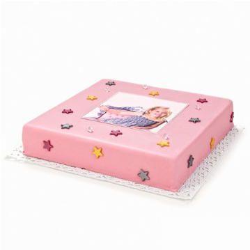 Bestel hier deze schattige, roze Prinsessen-Taart en verras haar door hem op haar verjaardag te laten bezorgen, waar dan ook in Nederland. Versierd met eetbare diamanten en gouden, zilveren en roze sterren. Vanaf 10 personen, vandaag besteld, morgen geleverd!