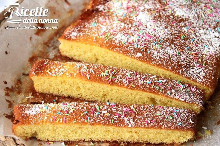 La schiacciata fiorentina è un dolce tipico toscano del periodo di Carnevale, molto indicata per le feste dei bambini. Procedimento Montare bene le uova con lo zucchero fino ad ottenere una crema chiara e spumosa. Aggiungere poco alla volta il latte, l'olio, il succo e la scorza grattugiata dell'arancio. Quindi la farina setacciata con il […]