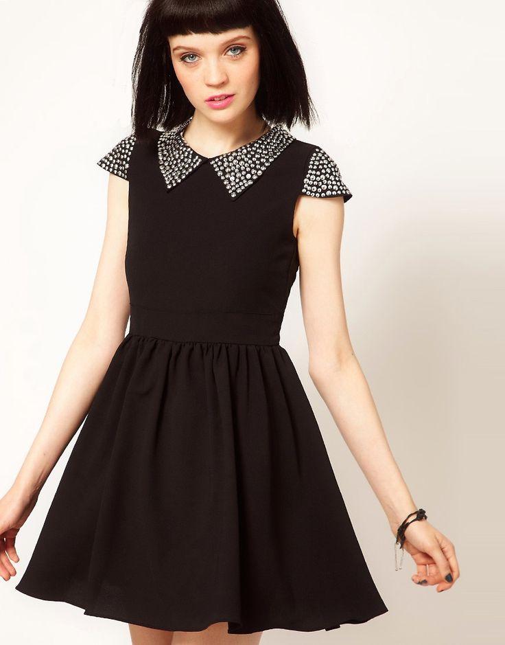 Стильное черное платье с заклепками