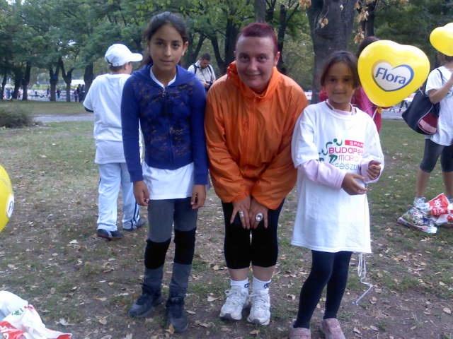 Cseh Kata, tanítónő és mellrák begetsége során kezdett el újra futni. Őszinte személyisége, pozitív életszemlélete és a hátrányos helyzetű gyerekek iránti elkötelezettsége mélyen megérintett. Futással a mellrák ellen címmel készült vele és sorstársával Veres Mariannal egy nem mindennapi interjú. A futás és a gyógyulás folyamatáról vallottak a Mindent a futásról nőknek (és másoknak...) blog oldalain. Klikk a képre és olvasd el az interjút.