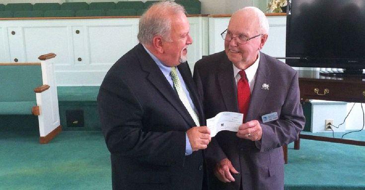 Un hombre de 86 años de edad, ha donado aproximadamente 400 mil dólares que recibió por reciclar basura a una organización durante el transcurso de 30 años.