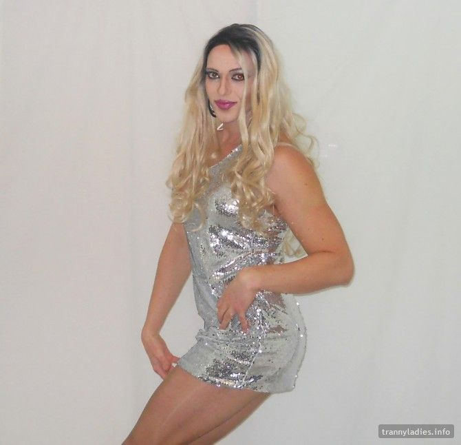 CatchQueen is a tall girl with fabulous legs who loves hosiery and wrestling. Very interesting profile!  More at https://www.trannyladies.info/en/CatchQueen