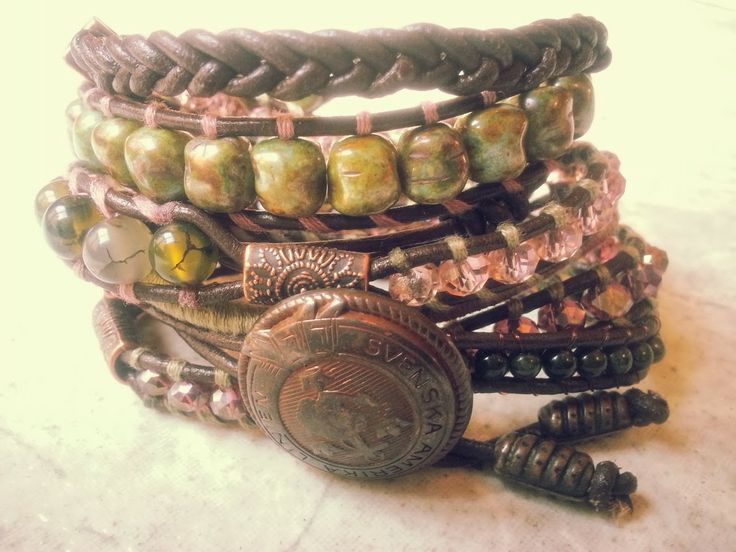 """Peony"" Has a new owner,  Jade, dragon veins agaat en facet geslepen kristal.  Past 5 á 6 keer om de pols.   Wrap it 5 or 6 times around. Finished this on the 4th of Januari. Ben je geïnteresseerd stuur een berichtje. #Boho #Bohemian #Caarroos #Bracelets #Jewelry #Gipsy #Armband."