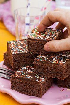 Schoko-Buttermilchkuchen. Super lecker! Nächstes Mal nehme ich aber mehr Kakao und Zartbitterschokolade oben drauf! – Karin Zehmisch
