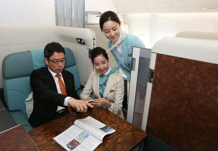 Simulasi Kosmo Suites terbitan Korean Air. Kursi First Class Korean Air kini dilengkapi dengan pintu geser guna menambah privasi.