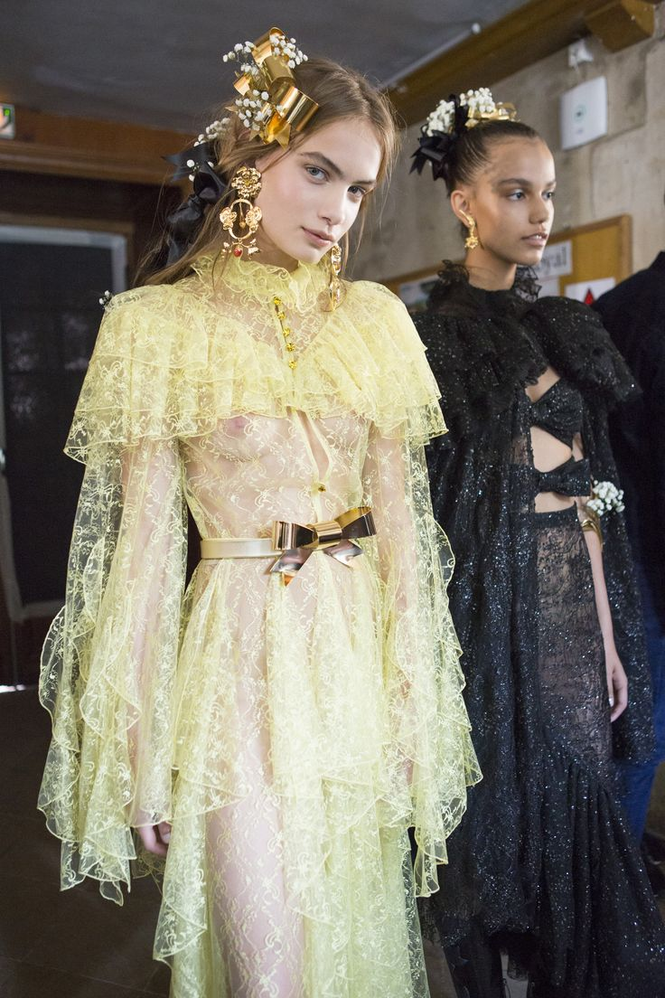 Nina Marker for Rodarte Spring 2018 Fashion Show Backstage, Runway, Collections at TheImpression.com - Fashion news, street style, models, backstage, accessories, and more