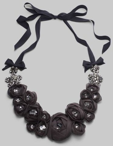 200 DIY Necklaces - really great website for inspiration using ribbon (because I need to pay it forward)