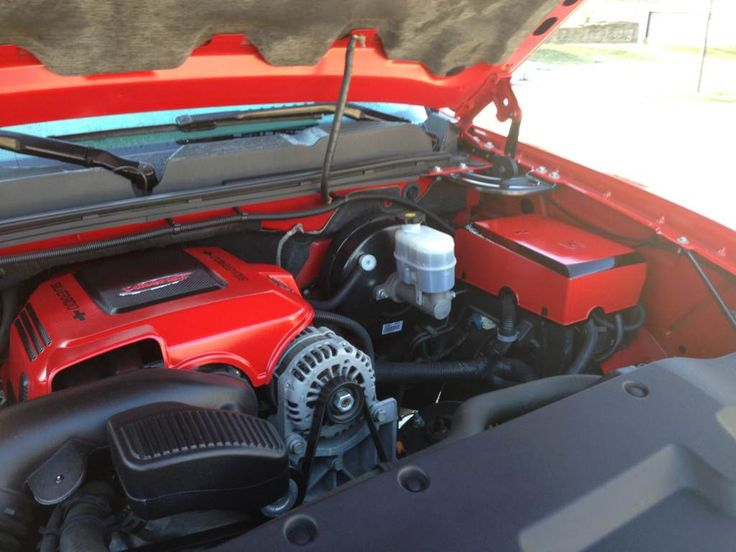 6 2l l92 vortec red and black painted engine cover and