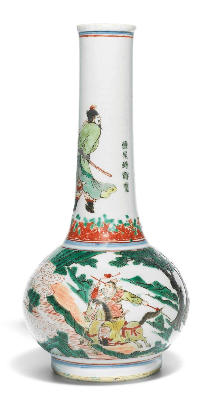 A Famille-Verte 'water margin' bottle vase, Qing dynasty, Kangxi period (1662-1722)