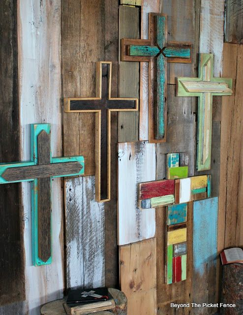 Rustic, Reclaimed Wood Crosses,http://bec4-beyondthepicketfence.blogspot.com/2016/02/more-rustic-crosses-and-finding-waldo.html
