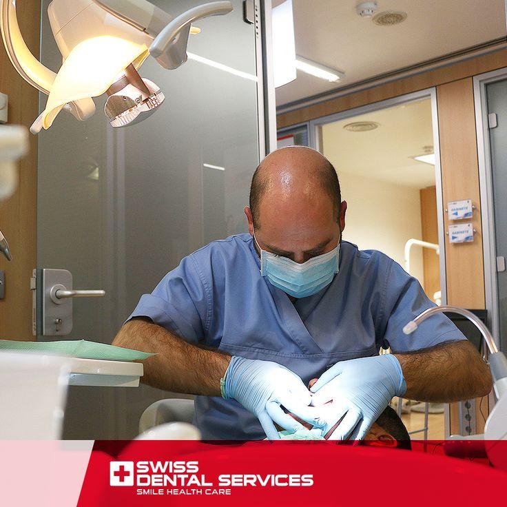 """Le traitement """"Mise en Charge Immédiate"""" permet l'utilisation d'une prothèse temporaire fixe sur l'implant, rendant la période de cicatrisation plus confortable. Dans la plupart des cas, il est possible de poser des prothèses fixes temporaires immédiatement après la chirurgie ou quelques jours plus tard. www.swissdentalservices.com/fr"""