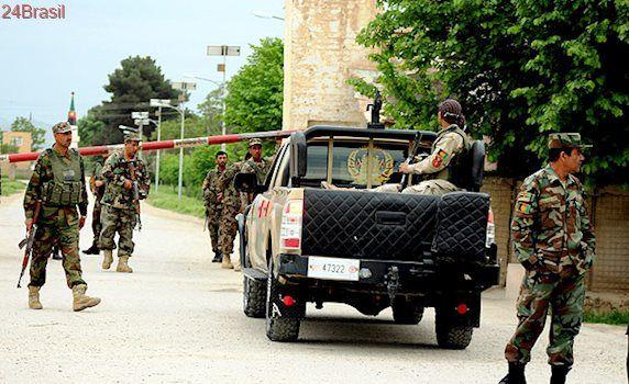 Números ainda não foram confirmados: Ataque talibã contra militares afegãos faz mais de 100 vítimas