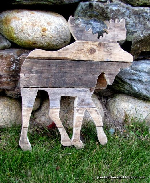 Pallet moose from wood scraps Visit and Like our Facebook Page https://www.facebook.com/pages/Rustic-Farmhouse-Decor/636679889706127
