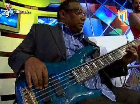 Jochy Santos En Coro: ¿Cuál Es La Diferencia -En El Bajo- Entre El Jazz Y El Mambo De Calle? @Divertido con Jochy #Video