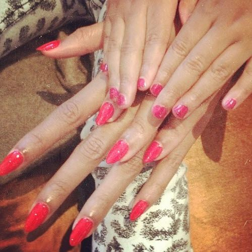 Beyonce and Blue Ivy show off their matching hot pink manicures. #nailart #manicure #beyonce #blueivy #motherhood #beauty #makeup #nails