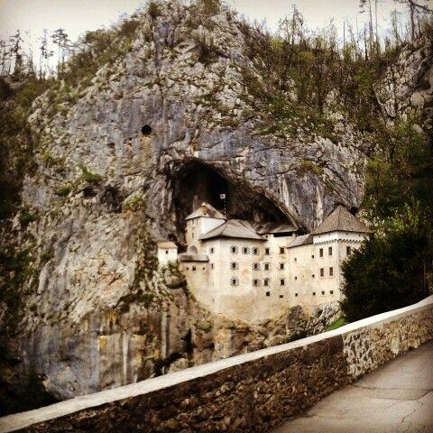 Postumia, postojnska jama cave, predjama castello rinascimentale sec.XII
