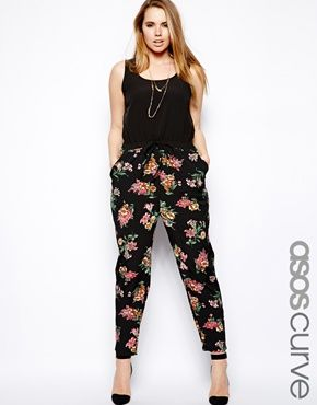 ASOS CURVE Exclusive Jumpsuit With Floral Print! So on #trend and so flattering! #RealWomanWednesday