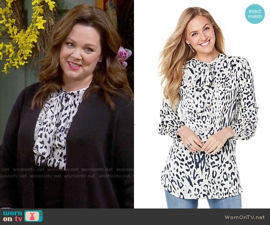 Molly's white leopard print blouse on Mike and Molly.  Outfit Details: https://wornontv.net/57363/ #MikeAndMolly