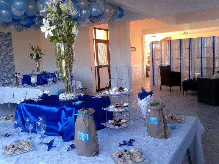 Decoración en tonos azules, vista general cocktail.
