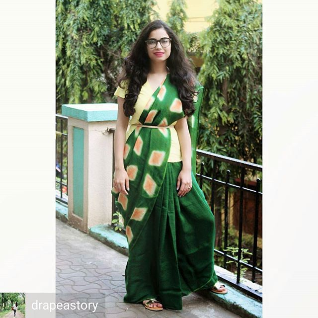 from @drapeastory -  In love with the linen tie and dye collection from waterfall_curated  Love the colours 💚💛 📸sougata.datta  #drapeastory #fashionblogger #styleblogger #saree #sareenotsorry #fusion #minimalist #mumbaiblogger #stylediaries #fashiondiaries #linen #dye #handcrafted #vsco #vscocam #mumbai #indian #indianwear #ethnicwear #traditional #modern #fashionista #styleblogger #fashionphotography #aboutalook #lookbook #instastyle #instapic