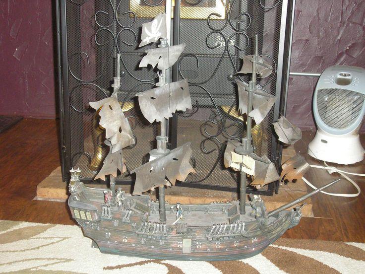 Hawthorne Village Pirates Of The Caribbean Black Pearl