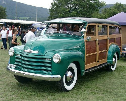 1952 Chevrolet Suburban WoodyRe-Pin brought to you by #CarInsuranceagents at #HouseofInsurance in #EugeneOregon