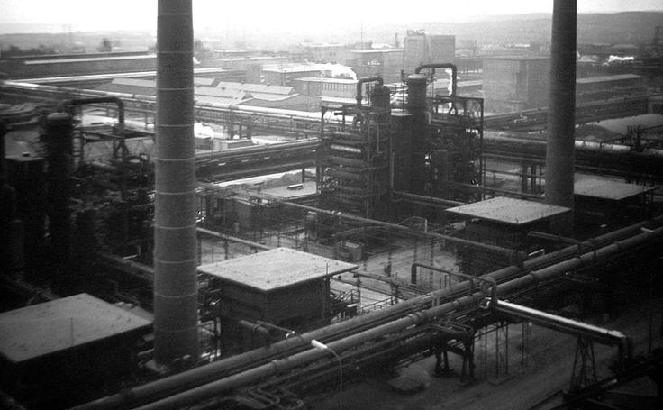 Pohled z destilační kolony AVD  - 60 léta 20 st. - moje foto - Smena 8