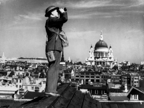 Observing the sky during the Blitz, London WWII #1940s
