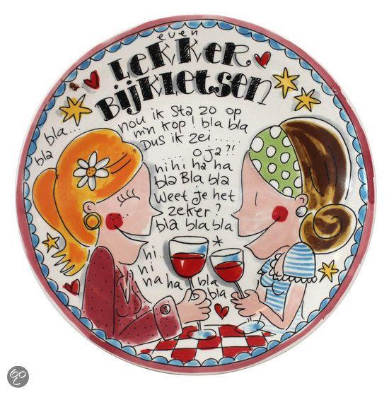 Om vrolijk van te worden: avondje bijkletsen met vriendinnen onder het genot van een dampende kop thee of goed glas wijn!  P.s. Het servies van Blond Amsterdam is ook om blij van te worden :-)