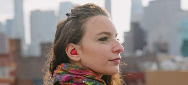 El auricular inteligente capaz de traducir idiomas en tiempo real sin conexión a internet - 20minutos.es